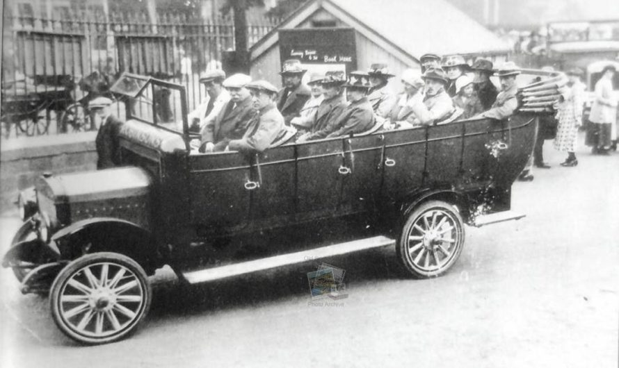 Robinsons Royal Blue Charabanc Outside Scarborough Station