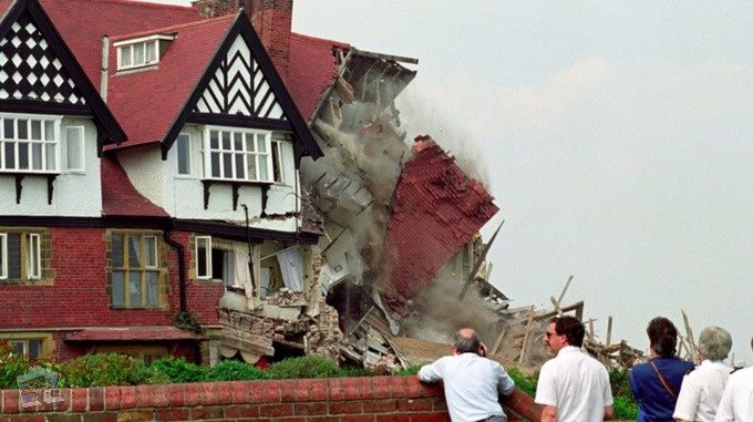 Holbeck Hall Hotel, Collapsing into Sea